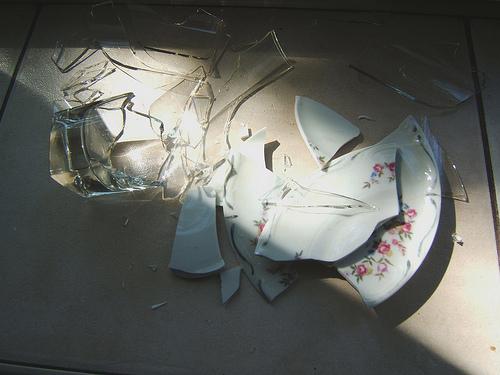 szkło na podłodze